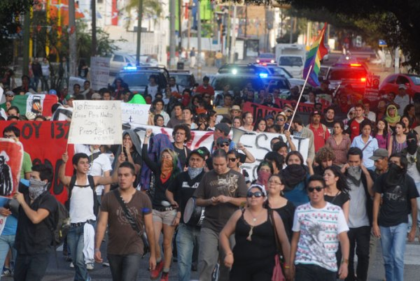 Around 500 demonstrators marched across Guadalajara on Saturday to express their discontent at Enrique Peña Nieto's inauguration.