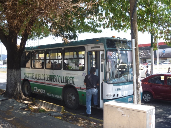 Passengers in Guadalajara complain of high prices, poor service and unsafe conditions.