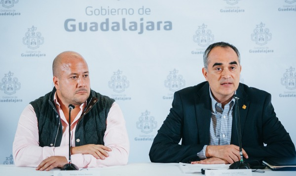 Guadalajara Mayor Enrique Alfaro (left) has urged citizens not to panic amid the rise in violence.