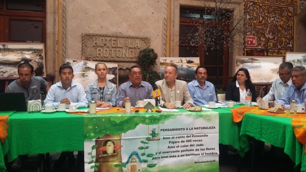Environmental activists from El Salto demand solutions.