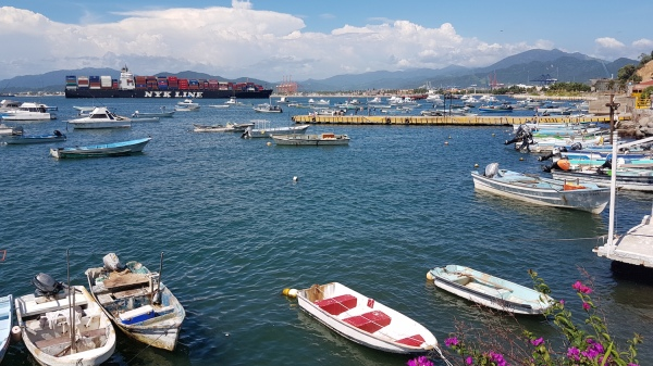 One of Mexico's largest and busiest ports, Manzanillo is believed to be at the centre of a turf war between the rival Jalisco and Sinaloa drug cartels.